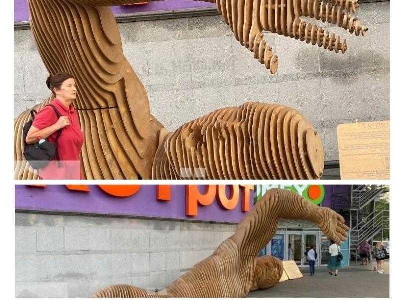 """Дерев'яна скульптура Merman """"перекочувала"""" на Оболонь"""