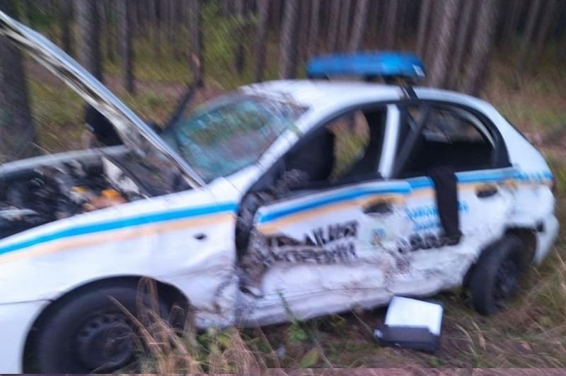 Під Києвом водій Mercedes заснув за кермом та зіткнувся з поліцейськими (ФОТО)