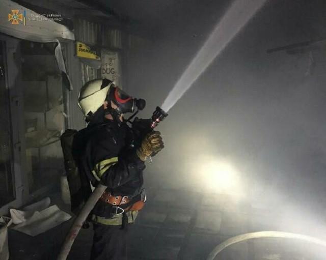 МАФ загорівся на території торгового парку. Його гасили майже 20 пожежників