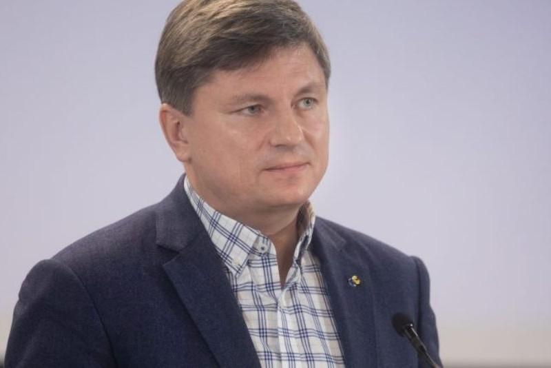 Влада Зеленського забирає гроші у пенсіонерів, щоб роздерибанити їх на «великому крадівництві» – Герасимов