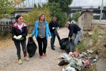 Біля мосту Кірпи зібрали сотню мішків сміття: до екотолоки долучилися навіть чотирилапі (ФОТО)