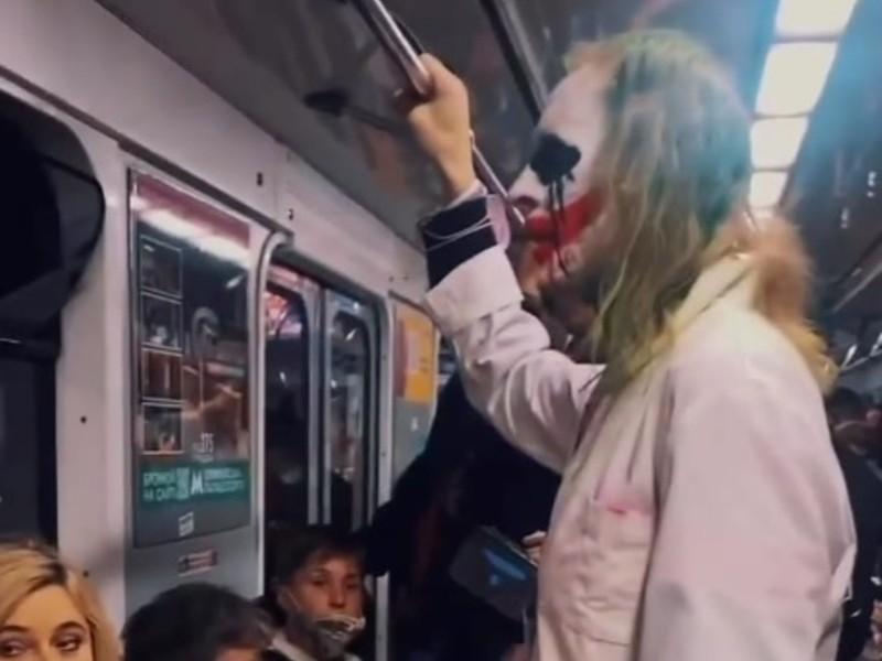 На вихідних Джокер катався в вагоні столичного метро (ВІДЕО)