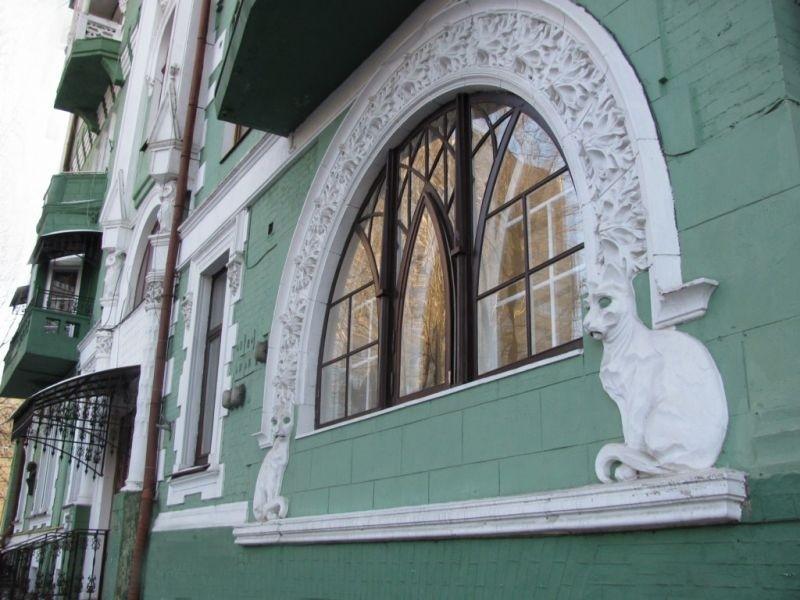Будинок з котами в Києві: коли і для чого побудували загадкову будівлю (ФОТО)