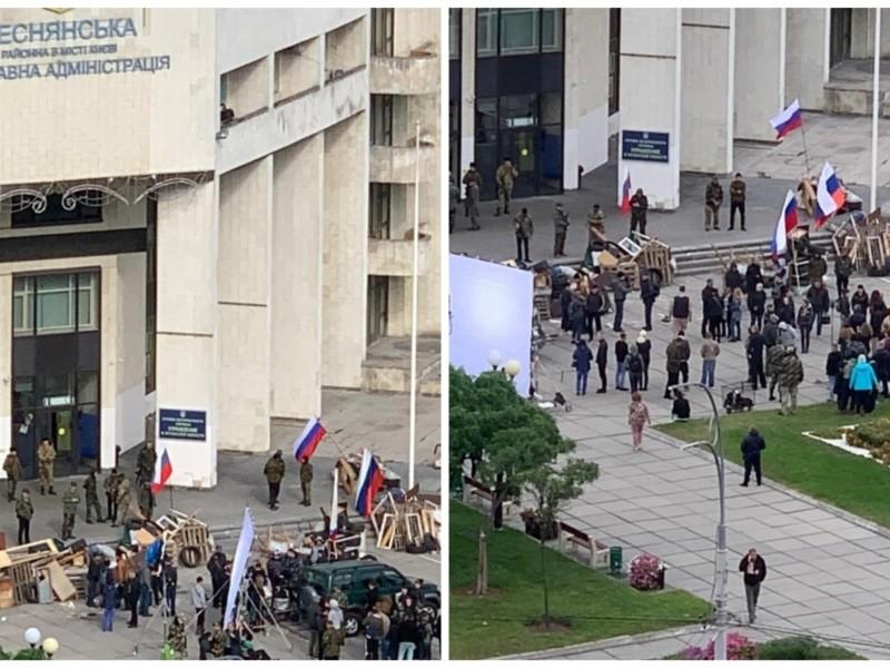 На Троєщині помітили людей з російськими прапорами: що відбувається (ВІДЕО)