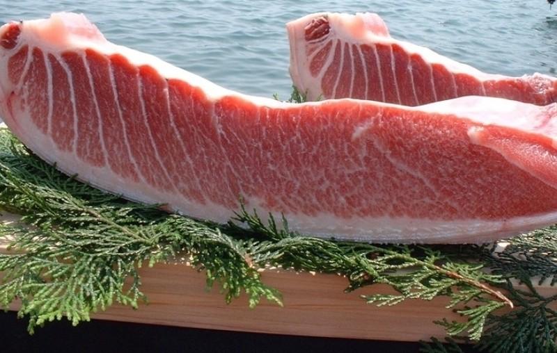 У Києві продають рибу вартістю, як автомобіль (ФОТО)