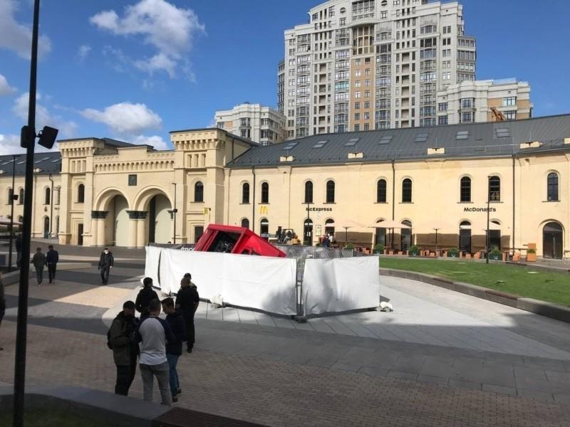 Все працює, приходьте: фонтан на Арсенальній площі відновлено