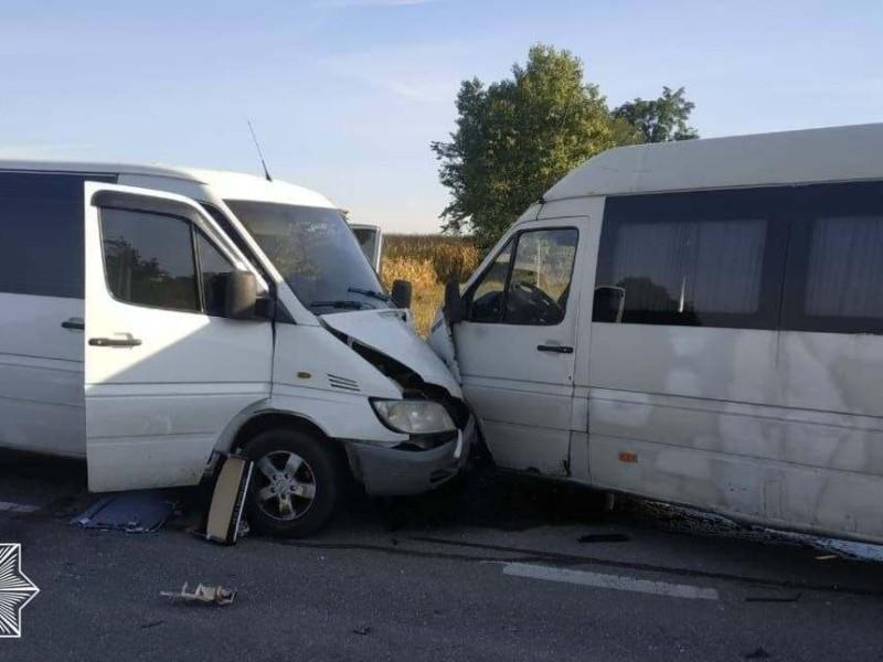 На трасі в Київській області ускладнено рух: масштабна аварія за участю чотирьох автівок (ФОТО)