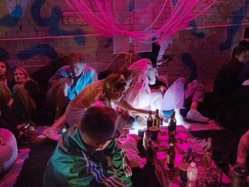 """""""Столиця вечірок в пандемію"""" – так журналістка The New York Times назвала Київ"""