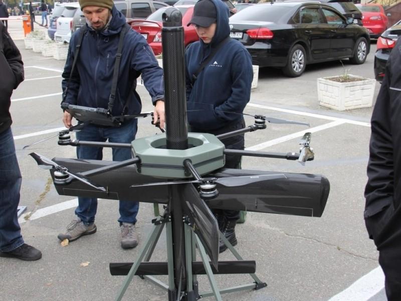 У центрі Києва розпочалась виставка військової техніки – перші фото