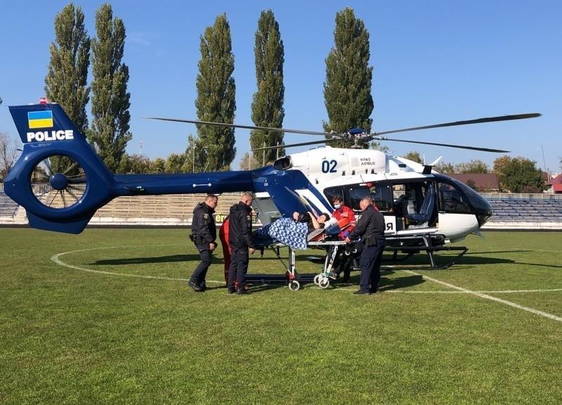 Стадіон замість аеродрому: у Баришівці жінку госпіталізували вертольотом до лікарні