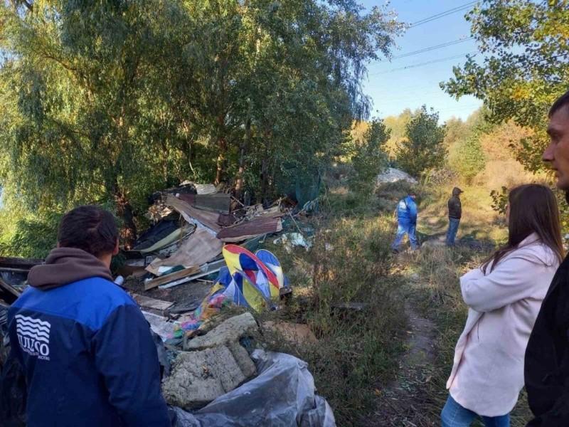 80 тонн сміття. В Дарницькому районі прибрали територію біля озера