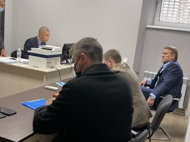 Медведчуку вручили клопотання про арешт із заставою на 1 млрд гривень