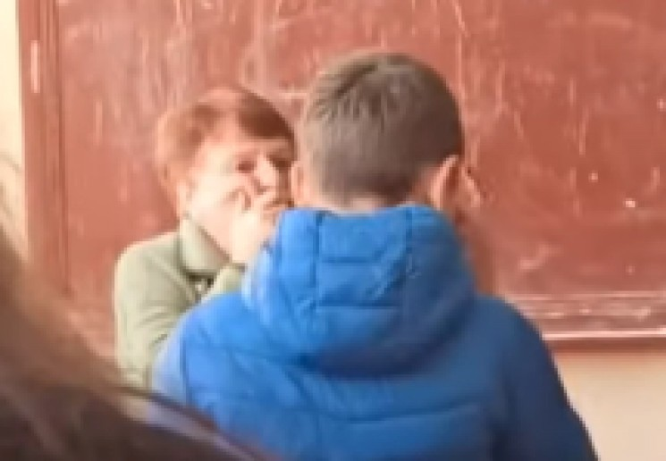 """Батько наш Бандера: учні київської школи """"тролять"""" вчительку піснею (ВІДЕО)"""