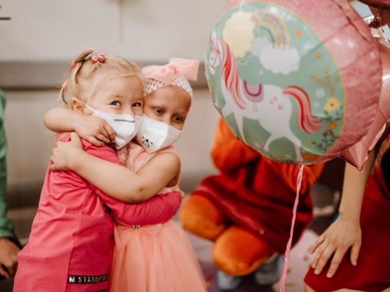 Що таке невезіння і як з цим боротися: донор для 4-річної дівчинки двічі хворів на COVID