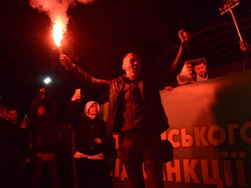 Відкрилась скринька Пандори. Протестувальники зібрались біля резиденції Зеленського – фото