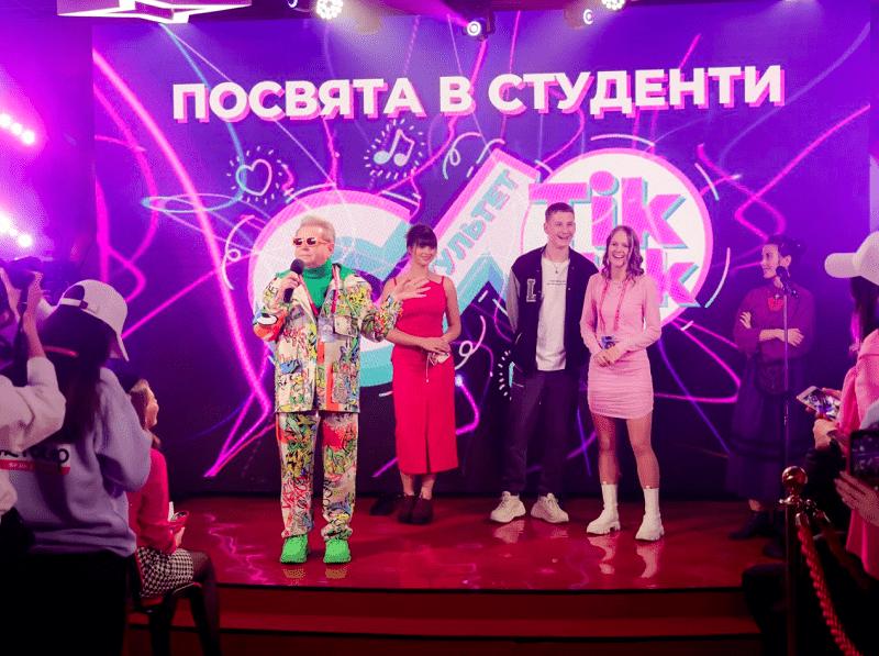 """Поплавський вручив студентські квитки майбутнім """"дипломованим тіктокерам"""" (ВІДЕО)"""