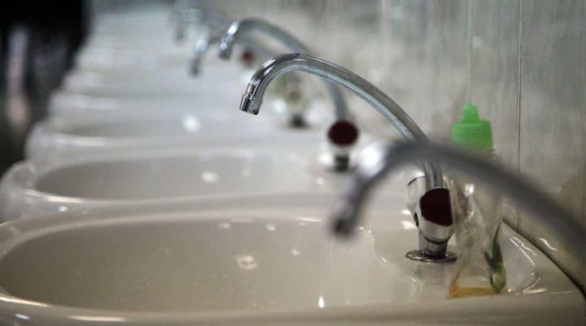 В связи с повреждением сетей в домах на шести улицах нет воды