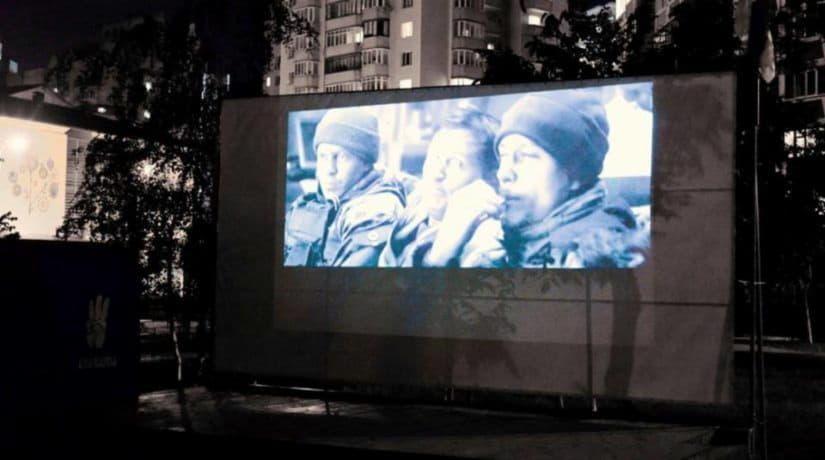 На Позняках открылся кинотеатр под открытым небом