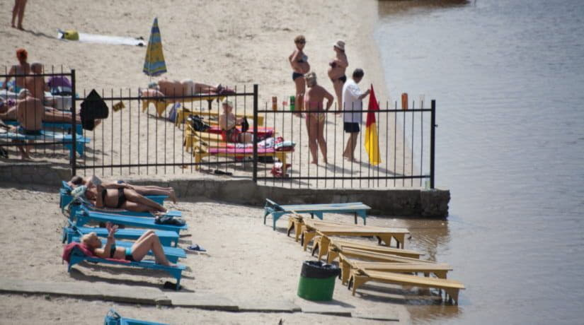 В воде на 13 пляжах Киева зафиксировано сверхнормативное микробное загрязнение