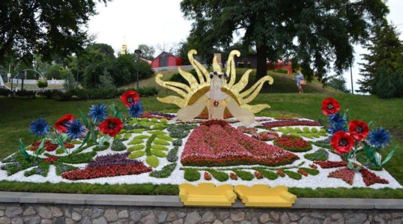 На Певческом поле открылась выставка цветов «Волшебный украинский миф»
