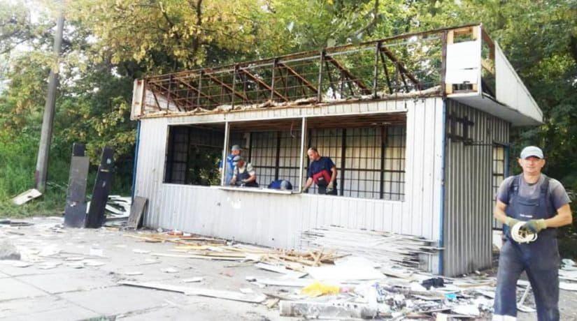 На улице Пшеничной за торговлю алкоголем демонтирован МАФ