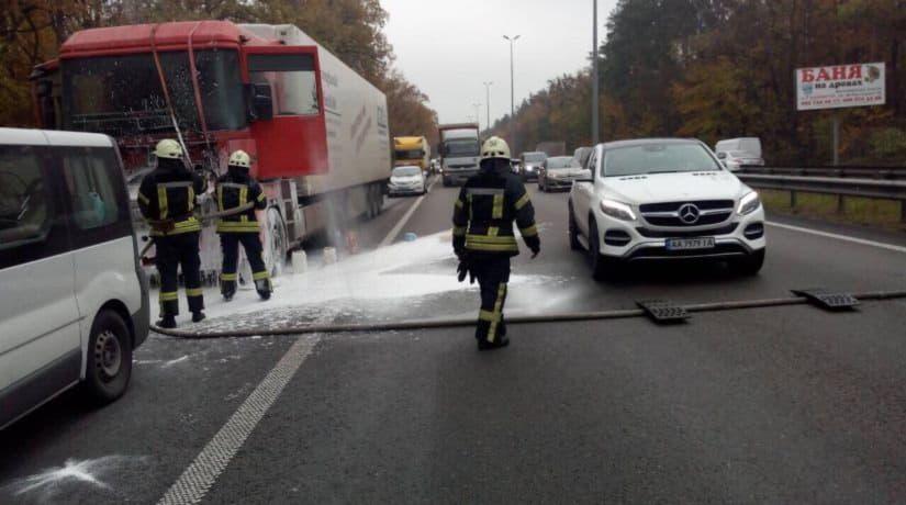 За сутки в Киеве спасатели ликвидировали возгорание шести автомобилей
