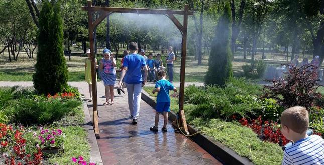 В двух парках Днепровского района установлены охлаждающие рамки