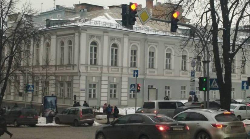 Во всех районах города реконструируют 189 устаревших светофоров