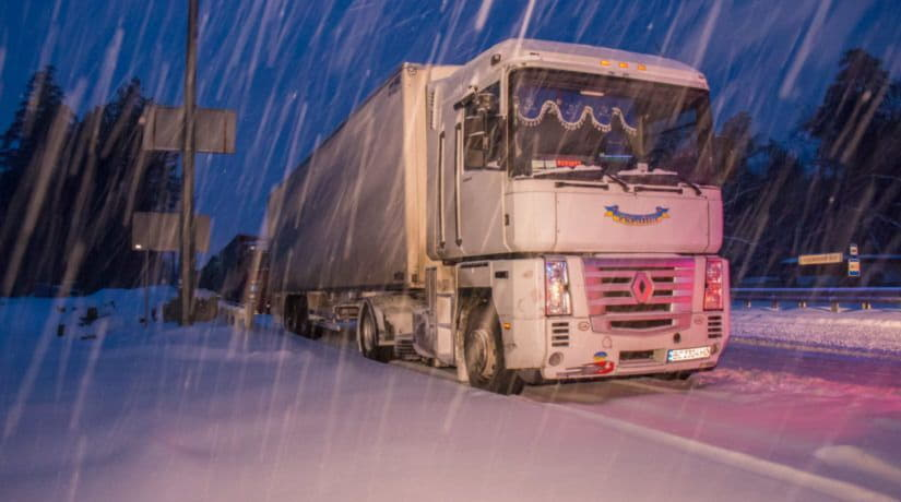На въездах в Киев будут работать пункты обогрева для водителей грузовиков