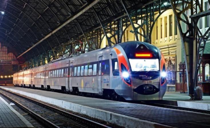 К 8 марта «Укрзализныця» назначила 18 дополнительных поездов