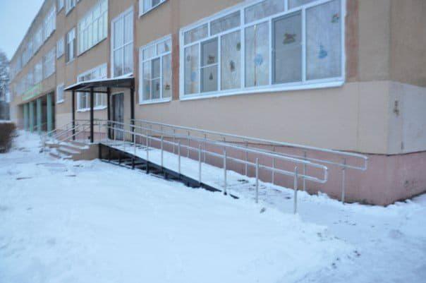 В четырех учебных заведениях Дарницкого района будут установлены пандусы