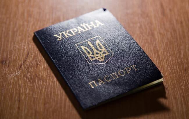 Кабмин запретил оформление паспорта гражданина Украины в форме книжечки