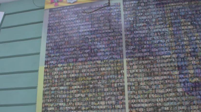 На фасаде военно-исторического музея установлена стена памяти погибших военнослужащих и добровольцев