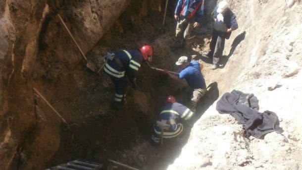 В Белой Церкви в результате обвала грунта на стройке погиб рабочий