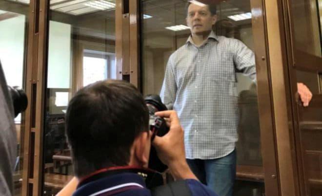 Московский суд приговорил украинского журналиста Сущенко к 12 годам колонии строгого режима