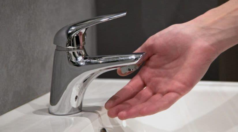 В связи с повреждением сетей в домах на 17 улицах нет воды