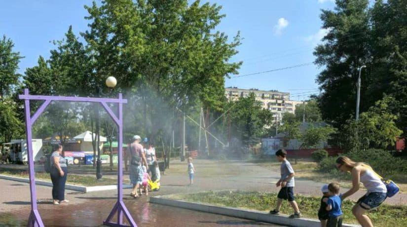 В двух парках Деснянского района установлены охлаждающие рамки