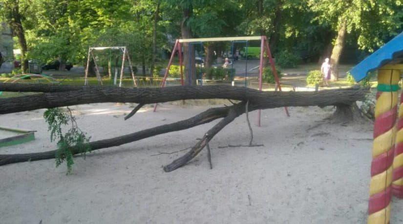 В этом году в Киеве установят и отремонтируют более 400 детских площадок