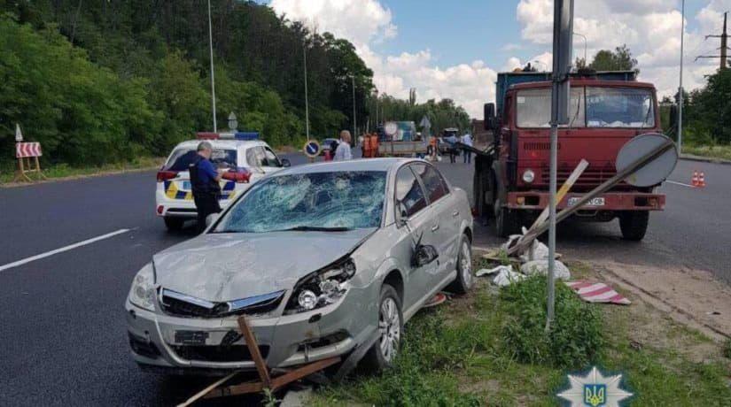 В Васильковском районе автомобиль въехал в бригаду дорожных работников, есть погибшие