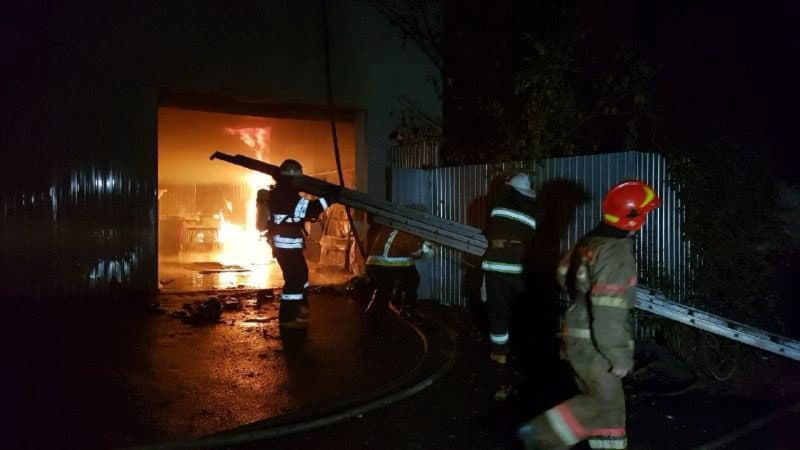 В Голосеевском районе на СТО сгорели два автомобиля