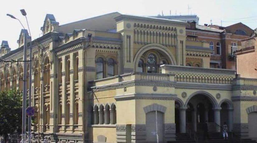 Группа неизвестных испортила стены синагоги на улице Шота Руставели