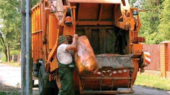 В Киеве повысили тариф на вывоз мусора