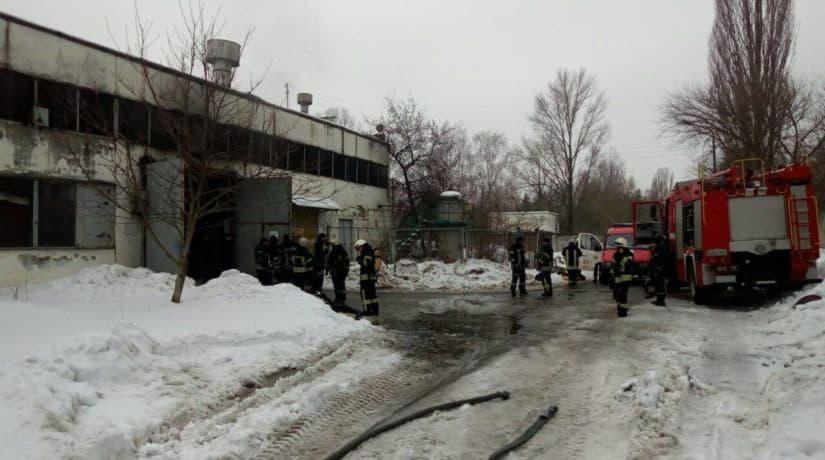 В ангаре на улице Стеценко сгорели четыре автобуса