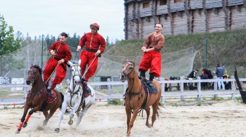 Парк «Киевская Русь» приглашает на фестиваль конно-трюкового искусства «Кентавры»